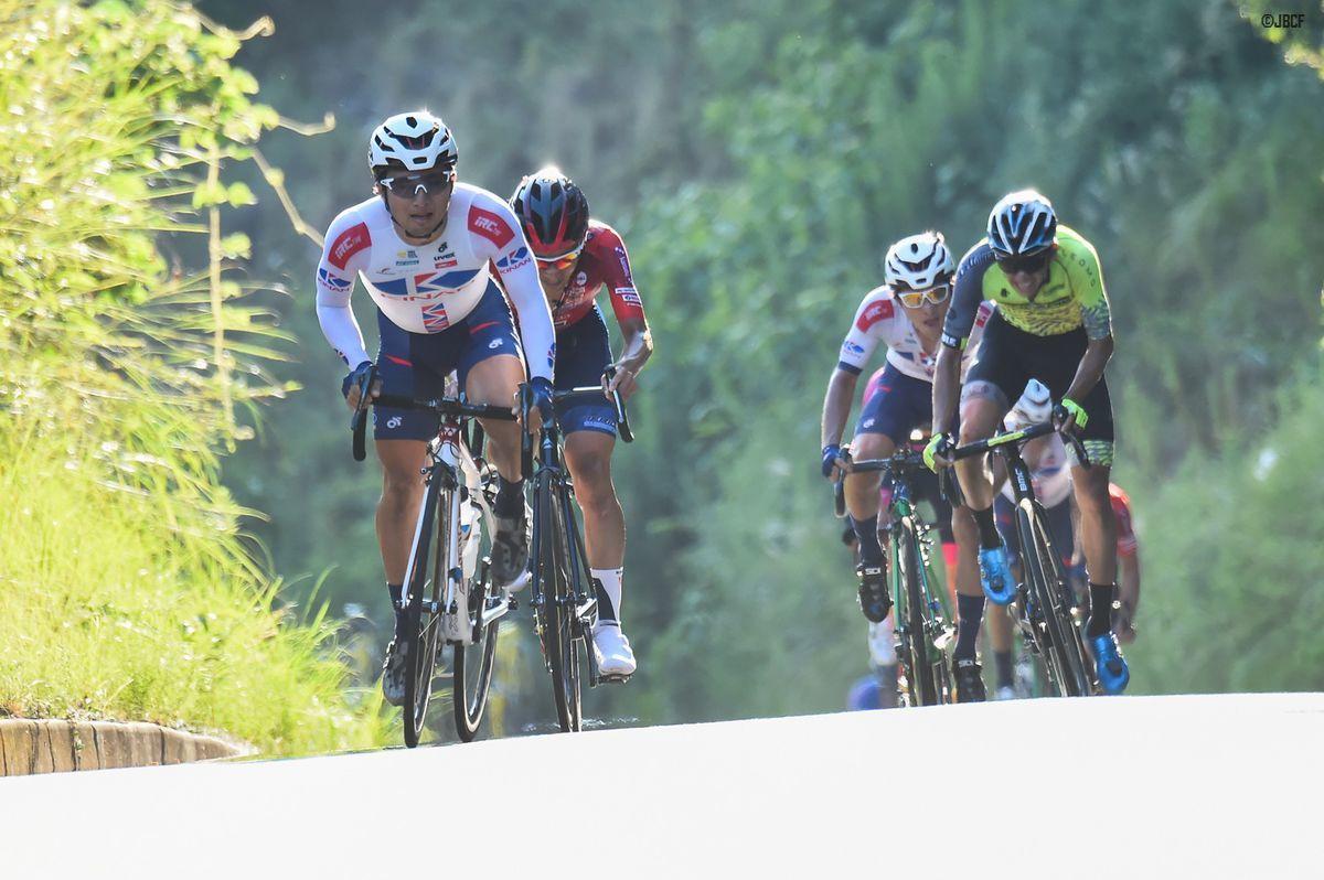 最終周回、山本元喜(KINAN Cycling Team)がアタック